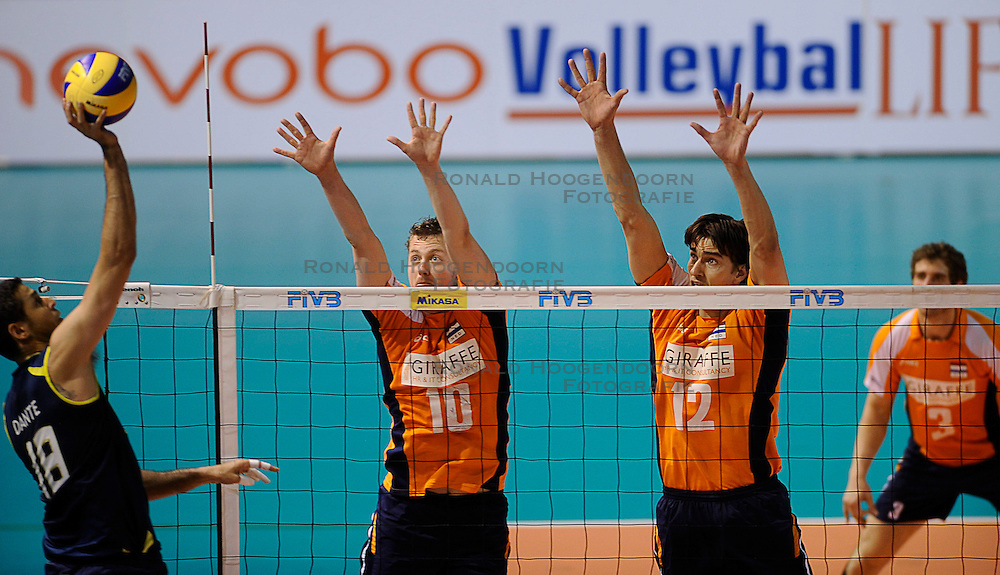27-06-2010 VOLLEYBAL: WLV NEDERLAND - BRAZILIE: ROTTERDAM<br /> Nederland verliest met 3-2 van Brazilie / Jeroen Rauwerdink en Wytze Kooistra<br /> &copy;2010-WWW.FOTOHOOGENDOORN.NL