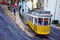 Portugal, Lisbonne, tramway dans le quartier de l'Alfama // Portugal, Lisbon, tram in Alfama area