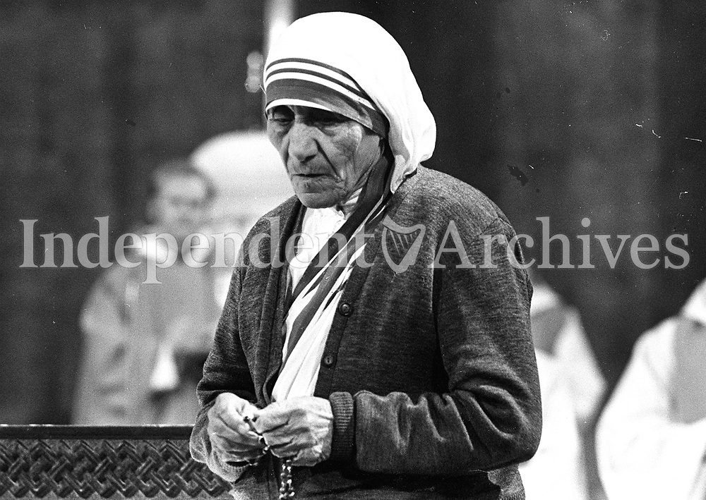 Mother Teresa in the Church Of Whitefriar Street, Dublin. 8/7/1981. (Part of the Independent Ireland Newspapers/NLI Collection)