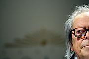 20121101/ Nicolas Celaya - adhocFOTOS/ URUGUAY/ MONTEVIDEO/ TEATRO SOLIS/ Washington Benavides durante la ceremonia de entrega del &quot;Gran  Premio Nacional a la Labor Intelectual 2012&quot; , en la Sala de Conferencias del Teatro Solis. <br /> En la foto: Washington Benavides durante la ceremonia de entrega del &quot;Gran  Premio Nacional a la Labor Intelectual 2012&quot; , en la Sala de Conferencias del Teatro Solis.  Foto: Nicol&aacute;s Celaya /adhocFOTOS