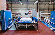 Lyon, Atelier Hermès, Nell'atelier della fabbricazione dei quadri di stampa, gli artigiani applicano la speciale vernice blu fotosensibile e idrosolubile.<br /> making of the blue print tableau
