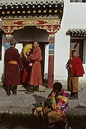 Mongolia. Ulaanbaatar. Gandan monastery in Oulan Bator   / du haut de la tour Monastère Bouddhiste de Gandan à Oulan Bator. un jeune moine souffle dans un coquillage pour appeler les fidèles à la prière   104    L921018a  /  P0002285