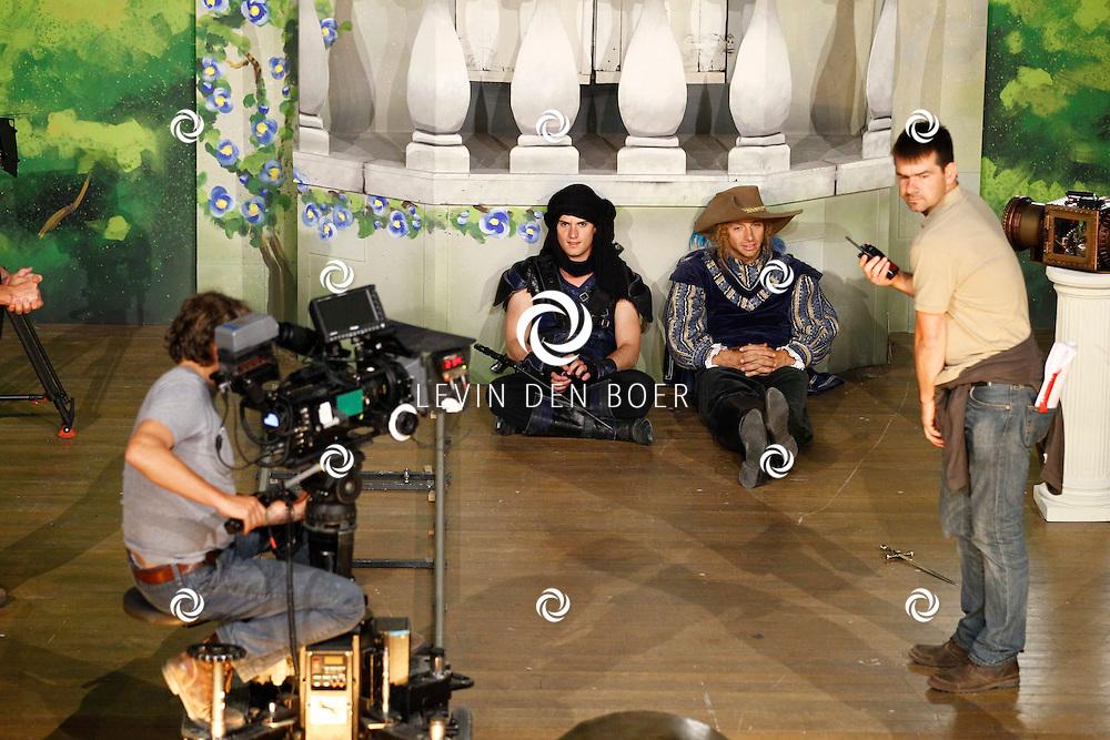 TONGEREN BELGIE - In het oude Casino waren de filmopnames van Mega Mindy en het Zwarte Kristal.  Met op de foto Levi van Kempen alias Axel en Louis Talpe alias Toby. FOTO LEVIN DEN BOER - PERSFOTO.NU