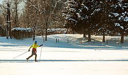 THEMENBILD - eine Freizeitsportlerin beim Langlaufen auf einer Loipe, aufgenommen am 18. Jaenner 2017, Kaprun, Österreich // A freestyle athlete during cross-country skiing on ski track in Kaprun, Austria on 2017/01/18. EXPA Pictures © 2017, PhotoCredit: EXPA/ JFK
