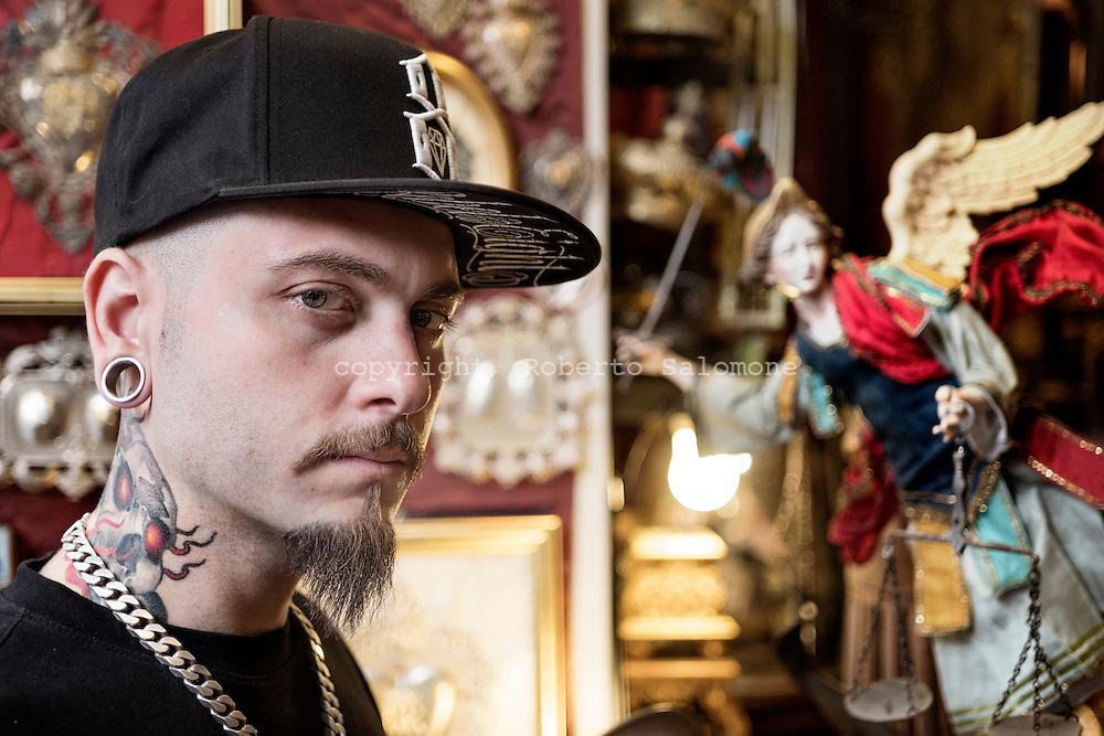 Napoli, Italia - Domenico Acampora, tatuatore di fama internazionale, ha tatuaggi su tutto il corpo realizzati da alcuni dei migliori artisti al mondo.<br /> Ph. Roberto Salomone