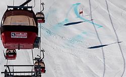 THEMENBILD - Blick auf Gondelbahn Kabinen mit einer Piste im Hintergrund aufgenommen am 28. März 2017, Zwölferkogel, Saalbach Hinterglemm, Österreich // cabines of a gondola lift infront of the slope at the, Zwoelferkogel, Saalbach Hinterglemm, Austria on 2017/04/10. EXPA Pictures © 2017, PhotoCredit: EXPA/ JFK