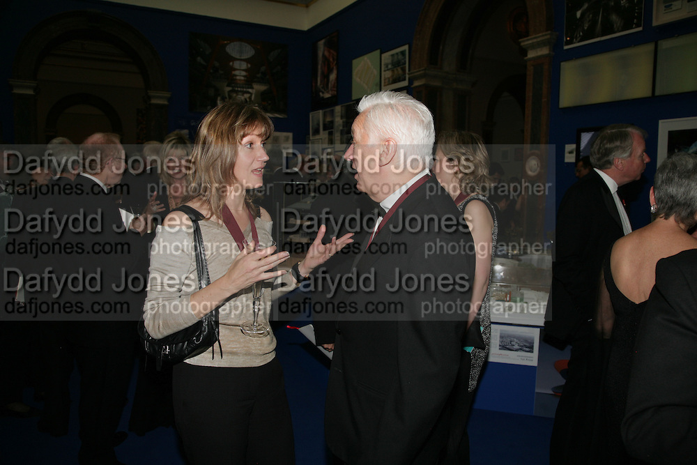 Fiona Rae and Michael Craig-Martin. Royal Academy Annual Dinner. Piccadilly. London. 5 June 2007.  -DO NOT ARCHIVE-© Copyright Photograph by Dafydd Jones. 248 Clapham Rd. London SW9 0PZ. Tel 0207 820 0771. www.dafjones.com.