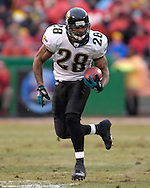 Jacksonville Jaguars running back Fred Taylor rushes up field against Jacksonville in the first half at Arrowhead Stadium in Kansas City, Missouri, December 31, 2006.  The Chiefs beat the Jaguars 35-30.<br />