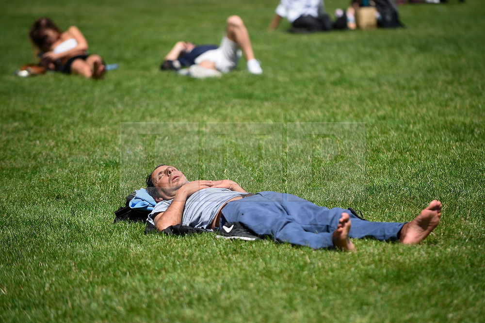 © Licensed to London News Pictures. 27/06/2019. LONDON, UK.  A man sleeps in the warm temperatures and sunshine in Green Park during lunchtime.  The forecast is for temperatures above 30C on Saturday.  Photo credit: Stephen Chung/LNP