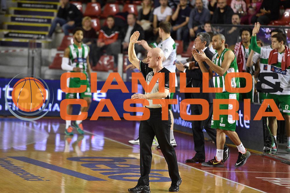 DESCRIZIONE : Roma Lega A 2014-15 <br /> Acea Virtus Roma - Sidigas Avellino <br /> GIOCATORE : <br /> CATEGORIA : arbitro mani <br /> SQUADRA : Acea Virtus Roma<br /> EVENTO : Campionato Lega A 2014-2015 <br /> GARA : Acea Virtus Roma - Sidigas Avellino <br /> DATA : 04/04/2015<br /> SPORT : Pallacanestro <br /> AUTORE : Agenzia Ciamillo-Castoria/GiulioCiamillo<br /> Galleria : Lega Basket A 2014-2015  <br /> Fotonotizia : Roma Lega A 2014-15 Acea Virtus Roma - Sidigas Avellino