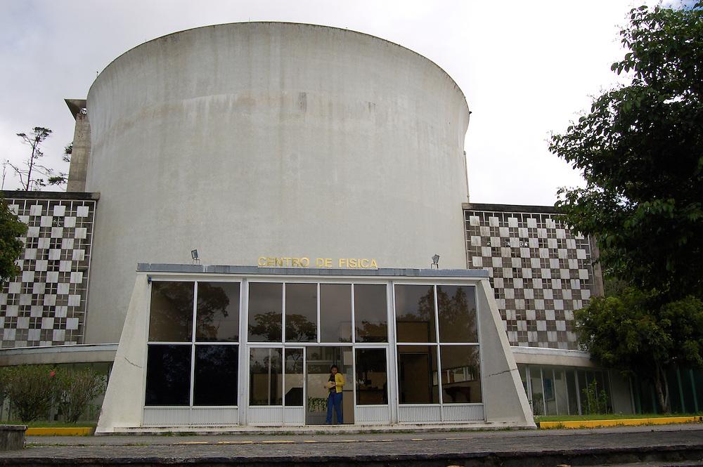 EDIFICIO DE TECNOLOGIA NUCLEAR - IVIC<br /> San Antonio de los Altos, Estado Miranda - Venezuela 2007<br /> (Copyright &copy; Aaron Sosa)