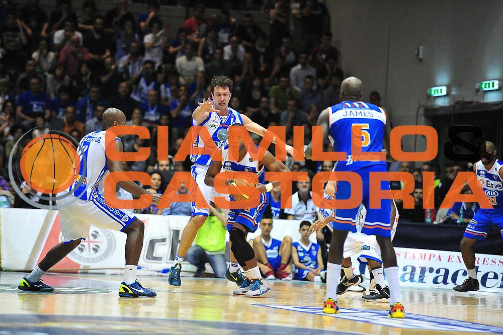 DESCRIZIONE : Campionato 2013/14 Quarti di Finale GARA 1 Dinamo Banco di Sardegna Sassari - Enel Brindisi<br /> GIOCATORE : Jerome Dyson<br /> CATEGORIA : Passaggio Controcampo<br /> SQUADRA : Enel Brindisi<br /> EVENTO : LegaBasket Serie A Beko Playoff 2013/2014<br /> GARA : Dinamo Banco di Sardegna Sassari - Enel Brindisi Quarti Gara1<br /> DATA : 19/05/2014<br /> SPORT : Pallacanestro <br /> AUTORE : Agenzia Ciamillo-Castoria / M.Turrini<br /> Galleria : LegaBasket Serie A Beko Playoff 2013/2014<br /> Fotonotizia : DESCRIZIONE : Campionato 2013/14 Quarti di Finale GARA 1 Dinamo Banco di Sardegna Sassari - Enel Brindisi<br /> Predefinita :