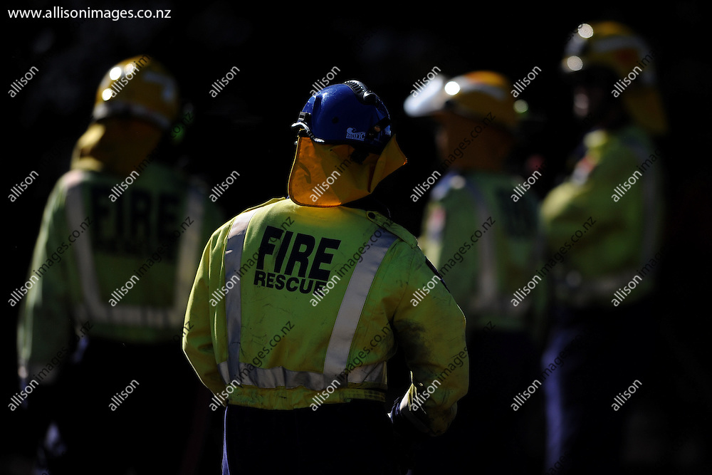 Firefighters look on at the damage a residential fire, in Hawea Flat, Wanaka, New Zealand, 16 January 2015. Credit: Joe Allison / allisonimages.co.nz