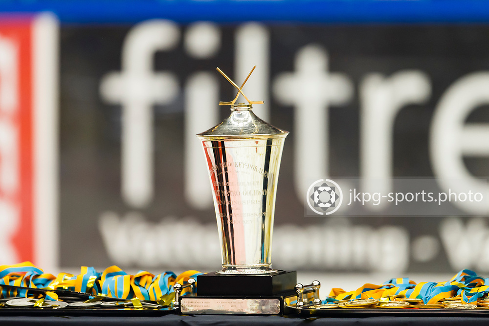 150423 Ishockey, SM-Final, V&auml;xj&ouml; - Skellefte&aring;<br /> Pokalen &quot;Le Mat&quot; samt silver och guldmedaljer.<br /> &copy; Daniel Malmberg/Jkpg sports photo