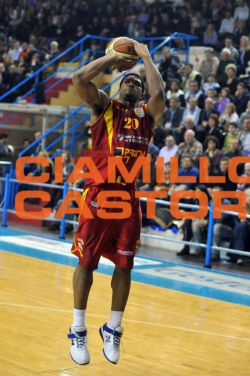 DESCRIZIONE : Cremona Lega A2 2008-2009 Final Four Coppa Italia Prima Veroli Vanoli Soresina<br /> GIOCATORE : Tyrrel Hines<br /> SQUADRA : Prima Veroli<br /> EVENTO : Campionato Lega A2 2008-2009<br /> GARA : Prima Veroli Vanoli Soresina<br /> DATA : 01/03/2009<br /> CATEGORIA : Tiro<br /> SPORT : Pallacanestro<br /> AUTORE : Agenzia Ciamillo-Castoria/M.Gregolin