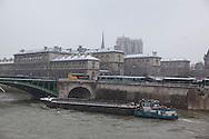 France. paris. 4th district. Notre Dame bridge connect ile de la cite to the right bank.  / pont Notre Dame