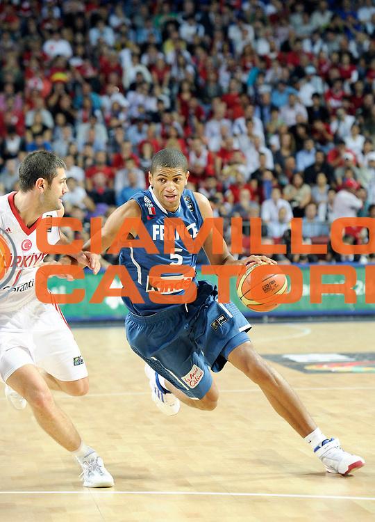 DESCRIZIONE : Championnat Du Monde 2010 Turquie Istanbul  1/8 Finale<br /> GIOCATORE : Batum Nicolas<br /> SQUADRA : France<br /> EVENTO : Championnat du monde 2010<br /> GARA : France Turquie<br /> DATA : 5/09/2010<br /> CATEGORIA : Basketball Action Homme<br /> SPORT : Basketball<br /> AUTORE : JF Molliere FFBB par Agenzia Ciamillo-Castoria <br /> Galleria : France Basket Championnat du monde 2010<br /> Fotonotizia : Championnat du monde Turquie Istambul Jour 9<br /> Predefinita :