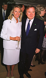 SIR ANTHONY & LADY BAMFORD at a dinner in London on 24th May 1999.<br /> MSK 120