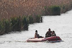 PERLUSTRAZIONE CANALE DELLA BOTTE CON GOMMONE DA PARTE DEL REPARTO TUSCANIA<br /> RICERCHE IGOR VACLAVIC DOPO OMICIDIO VERRI