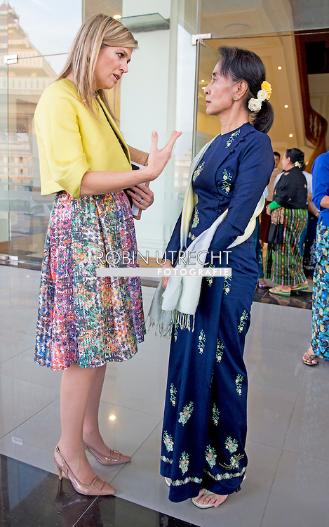 1-4-2015 Nay Pyi Taw  MYANMAR  -Koningin Máxima. Begroeting bij de ingang door Daw Aung San Suu Kyi, lid van het parlement van Myanmar.  Queen Maxima visits in its capacity as special advocate of the Secretary-General of the United Nations for inclusive finance for development (inclusive finance for development) Myanmar on Monday, March 30 to Wednesday, April 1st, 2015. COPYRIGHT ROBIN UTRECHT