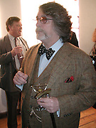 Justin de Villeneuve. TRIBE ART COMMISSION / 2002 / JULIAN OPIE, dinner,  Truman Brewery. London.  16 April 2002. © Copyright Photograph by Dafydd Jones 66 Stockwell Park Rd. London SW9 0DA Tel 020 7733 0108 www.dafjones.com