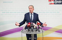 13.01.2015, ÖVP Bundespartei, Wien, AUT, ÖVP, Pressekonferenz nach Vorstandssitzung der Bundespartei anlässlich der Steuerreform. im Bild Vizekanzler und Minister für Wirtschaft und Wissenschaft Reinhold Mitterlehner (ÖVP) // Vice Chancellor of Austria and Minister of Science and Economy Reinhold Mitterlehner (OeVP) during press conference after board meeting of the austrian people's party according to tax reformation at federal party headquarter in Vienna, Austria on 2015/04/13. EXPA Pictures © 2015, PhotoCredit: EXPA/ Michael Gruber