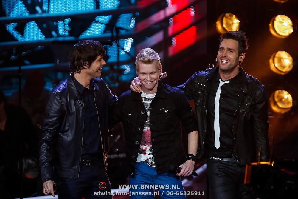 NLD/Hilversum/20121214 - Finale The Voice of Holland 2012, optreden Johannes Rypma met Nick & Simon