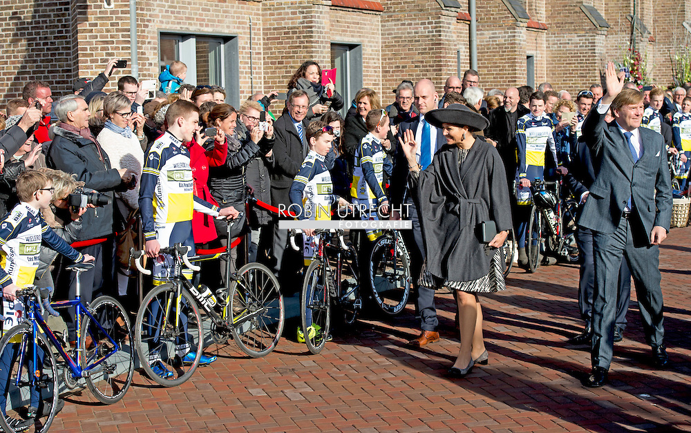 16-2-2016 - Sprudel - Arrival at the village Trapkes in Sprundel, municipality Rucphen. King Willem-Alexander and Queen Maxima spend Tuesday, February 16th, 2016 a regional visit to West-Brabant and around the Brabantse Wal. They visit successively municipalities Woensdrecht, Bergen op Zoom and Rucphen. During the visit are the social and economic resilience and administrative cooperation in the region of Central. copyright Robin Utrecht<br /> 16-2-2016 - SPRUDEL  -  Aankomst bij dorpshuis De Trapkes in Sprundel, gemeente Rucphen .  Koning Willem-Alexander en Koningin Maxima brengen dinsdag 16 februari 2016 een streekbezoek aan West-Brabant op en rond de Brabantse Wal. Ze bezoeken achtereenvolgens de gemeenten Woensdrecht, Bergen op Zoom en Rucphen. Tijdens het bezoek staan de sociale en economische veerkracht en de bestuurlijke samenwerking in de regio centraal . copyright robin utrecht