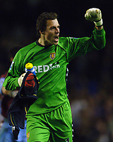 Photo: Paul Greenwood.<br /> Everton v Aston Villa. The Barclays Premiership. 11/11/2006. Villa keeper Thomas Sorensen celebrates the away victory.