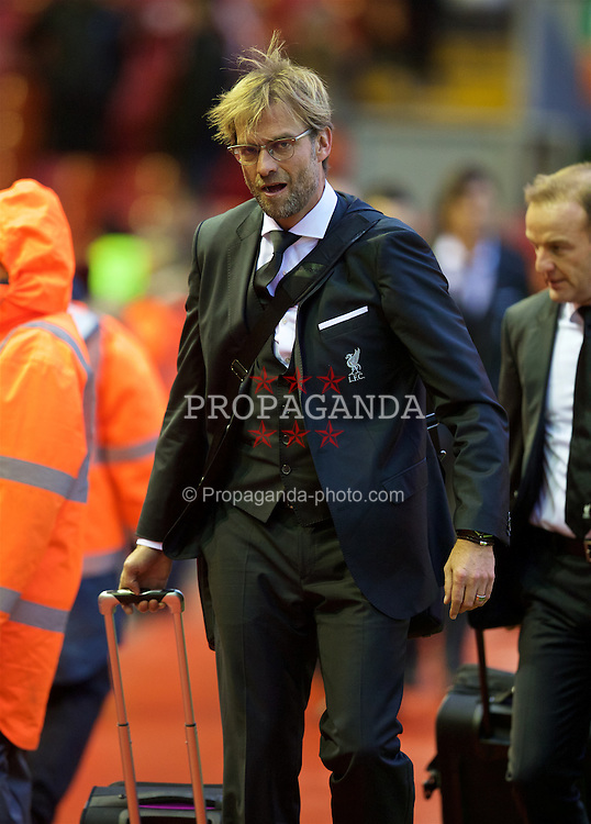 LIVERPOOL, ENGLAND - Sunday, November 29, 2015: Liverpool's manager Jürgen Klopp and his squad arrive late at Anfield ahead of the Premier League match against Swansea City at Anfield. (Pic by David Rawcliffe/Propaganda)