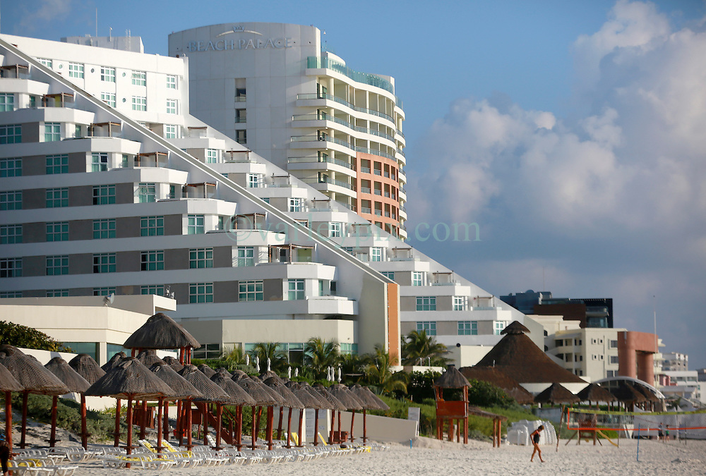 10 Feb 2014. Cancun, Mexico.<br /> The beach Palace resort and ME Cancun hotels overlooking the tourist beach at Isla Cancun along the Zona Hotelera on the Carribean Sea. <br /> Photo; Charlie Varley/varleypix.com