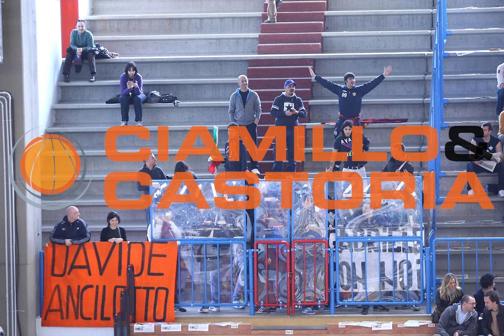 DESCRIZIONE : Cremona Lega A 2010-2011 Vanoli Braga Cremona Lottomatica Virtus Roma<br />GIOCATORE : Tifosi Supporters<br />SQUADRA : Lottomatica Virtus Roma<br />EVENTO : Campionato Lega A 2010-2011<br />GARA : Vanoli Braga Cremona Lottomatica Virtus Roma<br />DATA : 20/03/2011<br />CATEGORIA : Tifosi Supporters<br />SPORT : Pallacanestro<br />AUTORE : Agenzia Ciamillo-Castoria/F.Zovadelli<br />GALLERIA : Lega Basket A 2010-2011<br />FOTONOTIZIA : Cremona Campionato Italiano Lega A 2010-11 Vanoli Braga Cremona Lottomatica Virtus Roma<br />PREDEFINITA :