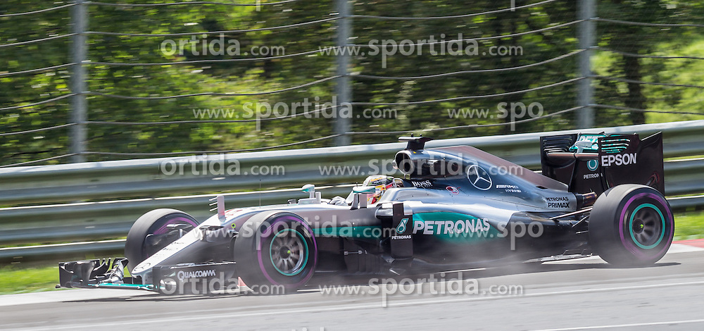 01.07.2016, Red Bull Ring, Spielberg, AUT, FIA, Formel 1, Grosser Preis von Österreich, Training, im Bild Lewis Hamilton (GBR) Mercedes AMG Petronas F1 Team // British Formula One driver Lewis Hamilton of Mercedes AMG F1 during the Trainings for the Austrian Formula One Grand Prix at the Red Bull Ring in Spielberg, Austria on 2016/07/01. EXPA Pictures © 2016, PhotoCredit: EXPA/ Dominik Angerer