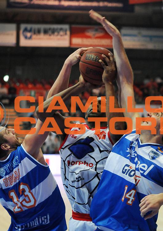 DESCRIZIONE : Piacenza Campionato Lega Basket A2 2011-12 Morpho Basket Piacenza Enel Brindisi<br /> GIOCATORE : Dwayne Anderson<br /> SQUADRA : Morpho Basket Piacenza<br /> EVENTO : Campionato Lega Basket A2 2011-2012<br /> GARA : Morpho Basket Piacenza Enel Brindisi<br /> DATA : 27/11/2011<br /> CATEGORIA : Tiro<br /> SPORT : Pallacanestro<br /> AUTORE : Agenzia Ciamillo-Castoria/L.Lussoso<br /> Galleria : Lega Basket A2 2011-2012<br /> Fotonotizia : Piacenza Campionato Lega Basket A2 2011-12 Morpho Basket Piacenza Enel Brindisi<br /> Predefinita :