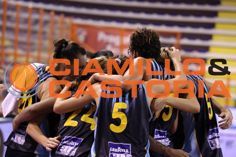DESCRIZIONE : Pescara Lega A1 Femminile 2012-13 Opening Day 2012 GMA Pallacanestro Pozzuoli Acqua&amp;Sapone Umbertide<br /> GIOCATORE : la squadra<br /> SQUADRA : Acqua&amp;Sapone Umbertide<br /> EVENTO : Campionato Lega A1 Femminile 2012-2013 <br /> GARA : GMA Pallacanestro Pozzuoli Acqua&amp;Sapone Umbertide<br /> DATA : 13/10/2012<br /> CATEGORIA : esultanza<br /> SPORT : Pallacanestro <br /> AUTORE : Agenzia Ciamillo-Castoria/ElioCastoria<br /> Galleria : Lega Basket Femminile 2012-2013 <br /> Fotonotizia : Pescara Lega A1 Femminile 2012-13 Opening Day 2012 GMA Pallacanestro Pozzuoli Acqua&amp;Sapone Umbertide<br /> Predefinita :