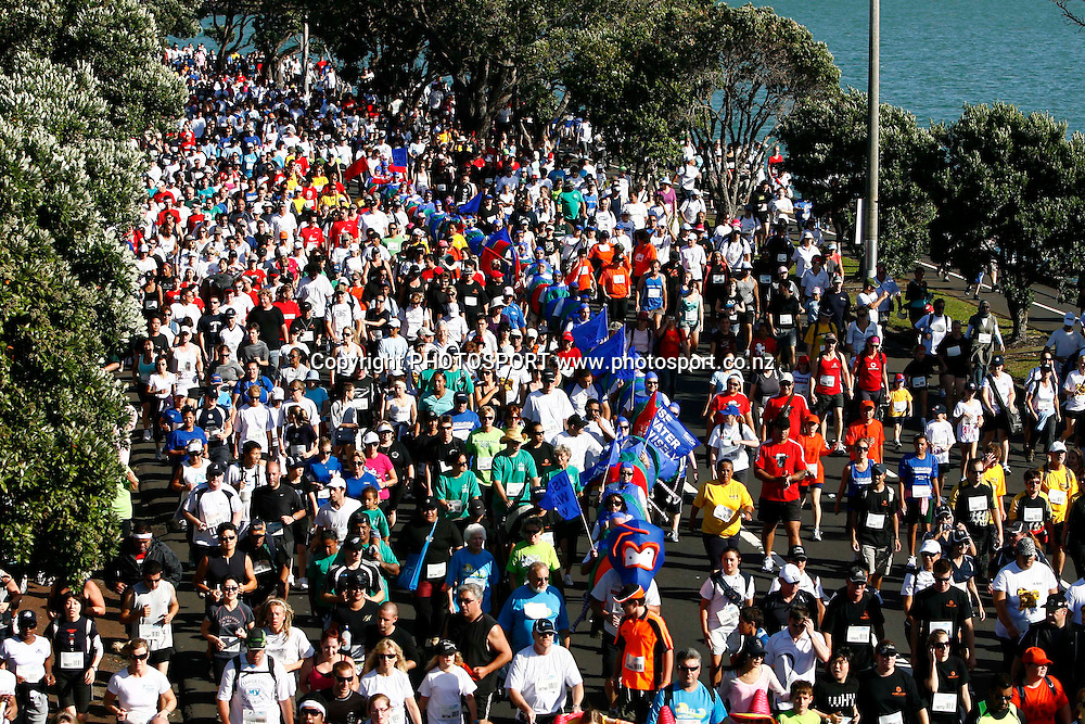 Participants run down Tamaki Drive during the HSBC Round the Bays Fun Run from Auckland City to St. Heliers Bay, Auckland. Sunday 15 March 2009. Photo: Anthony Au-Yeung/PHOTOSPORT