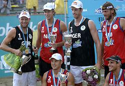 26-08-2006: VOLLEYBAL: NESTEA EUROPEAN CHAMPIONSHIP BEACHVOLLEYBALL: SCHEVENINGEN<br /> Jochem de Gruijter, Gijs Ronnes, Brink, Dieckmann, Kobel en Heusch<br /> ©2006-WWW.FOTOHOOGENDOORN.NL