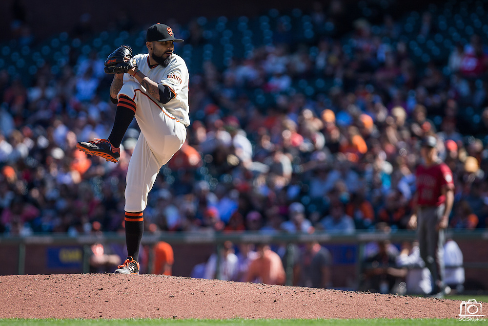 San Francisco Giants relief pitcher Sergio Romo (54) works the mound against the Arizona Diamondbacks at AT&T Park in San Francisco, Calif., on August 31, 2016. (Stan Olszewski/Special to S.F. Examiner)