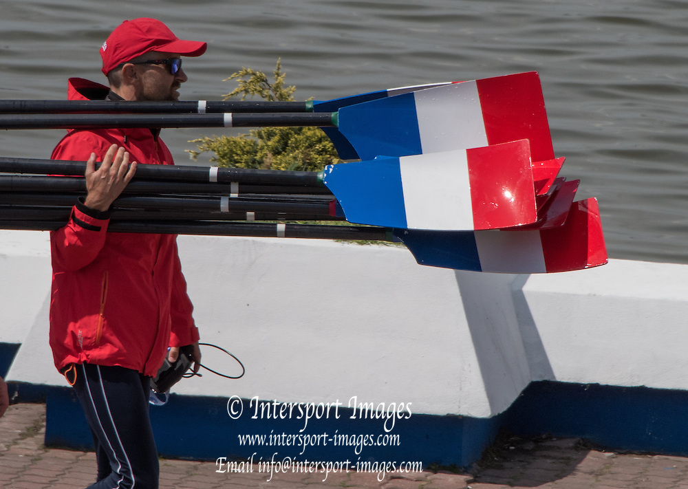 Poznan. Poland. Blade/Oar carring, FISA 2015 European Rowing Championships. Venue Lake Malta. 28.05.2015. [Mandatory Credit: Peter Spurrier/Intersport-images.com]