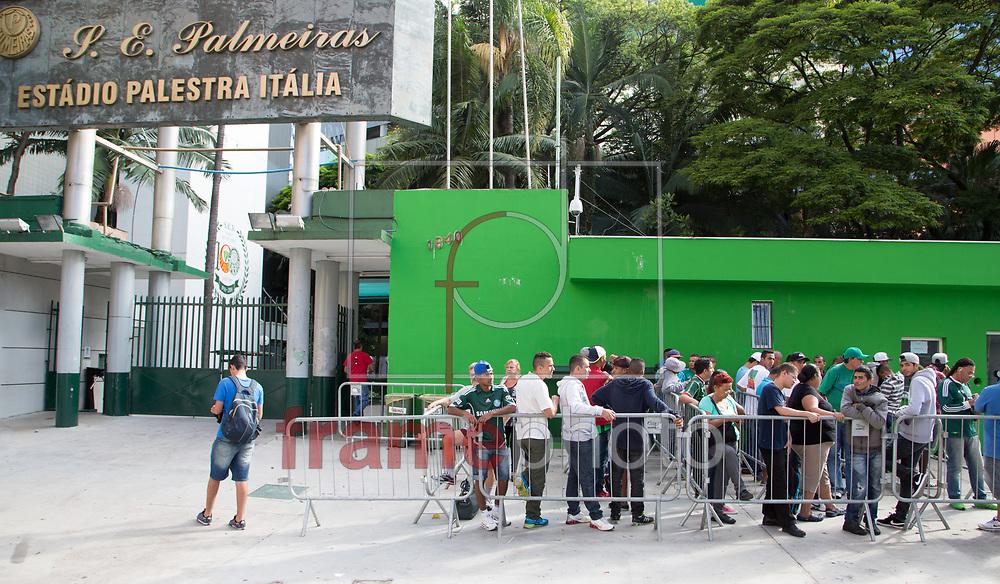 Os ingressos para o jogo entre Palmeiras e Corinthians que acontecerá no proximo domingo (08) no Allianz Parque, ja estão à venda e varios torcedores ja fazem fila - FOTO MARCELO D'SANTS/FRAME