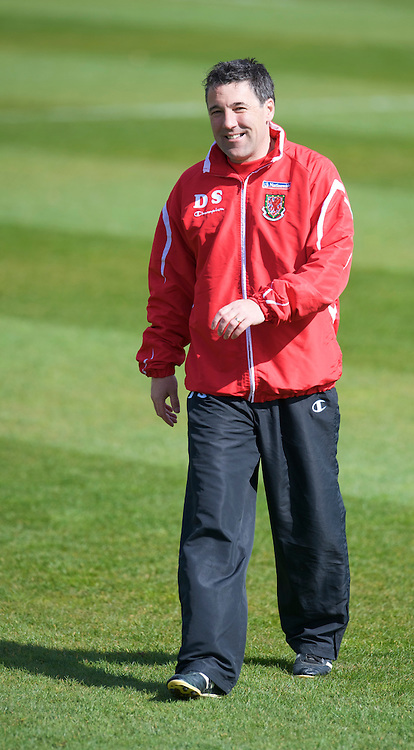 CARDIFF, WALES - Friday, March 27, 2009: Wales' assistant coach Dean Saunders during training at the Vale of Glamorgan Hotel ahead of the 2010 FIFA World Cup Qualifying Group 4 match against Finland. (Pic by David Rawcliffe/Propaganda)