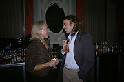 Amanda Urban and Jamie Byng. Party for Bret Easton Ellis's book 'Lunar Park'  given by Geordie Greig. Home House. Portman Sq. London.  London. 5 October 2005. . ONE TIME USE ONLY - DO NOT ARCHIVE © Copyright Photograph by Dafydd Jones 66 Stockwell Park Rd. London SW9 0DA Tel 020 7733 0108 www.dafjones.com
