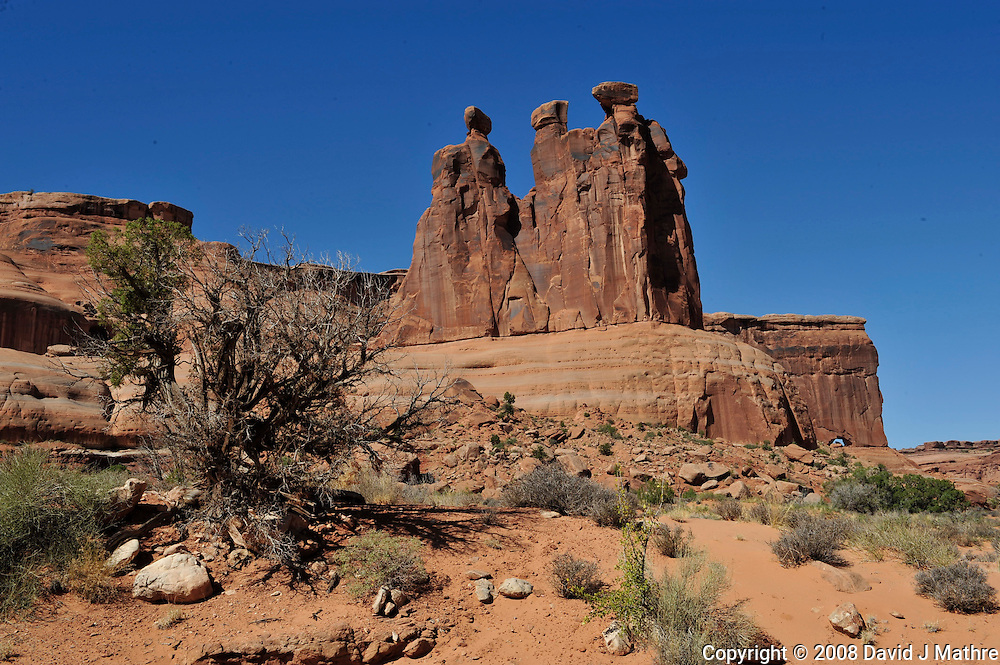 The Three Gossips. Arches National Park. Image taken with a Nikon D3 and 24-70 mm f/2.8 lens (ISO 200, 36 mm, f/16, 1/250 sec)