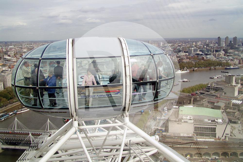 ENGLAND - LONDON - Kabine des London Eye, auch bekannt unter der Bezeichnung 'Millennium Wheel', ist das höchste Riesenrad Europas - 28. April 2005 © Raphael Hünerfauth - http://huenerfauth.ch