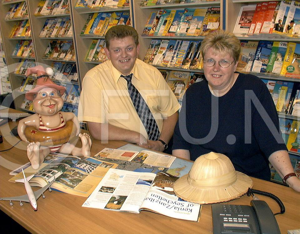 Fotografie Uijlenbroek©1999/Frank Brinkman.990720 hardenberg ned.nieuw reis buro (L)jan dirk duursma en (R)gerda wolders