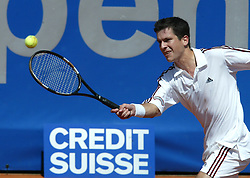 MUNICH, GERMANY - Tuesday, April 29, 2003: Tim Henman in action during his come-back match on clay during the 1st Round of the BMW Open. (Pic by David Rawcliffe/Propaganda)