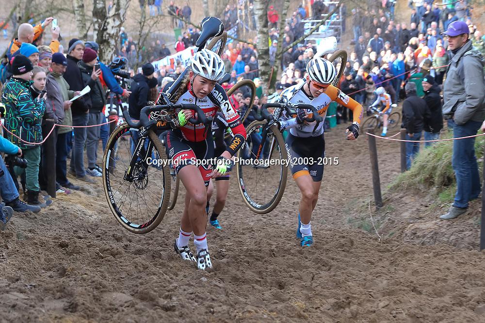 10-01-2016: Wielrennen: NK Veldrijden: Hellendoorn<br />HELLENDOORN (NED) veldrijden Op de flanken van de Sallandse Heuvelrug streden de veldrijders om de Nederlandse titel bij de vrouwen. (2) Sophie de BOer, Thalita de Jong