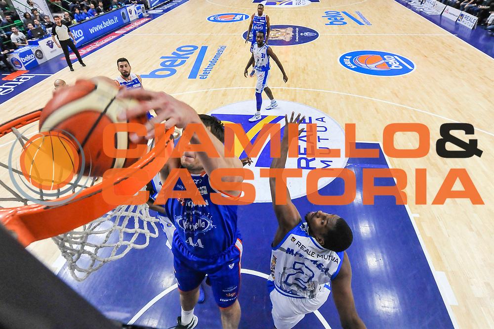 DESCRIZIONE : Beko Legabasket Serie A 2015- 2016 Dinamo Banco di Sardegna Sassari - Acqua Vitasnella Cantu'<br /> GIOCATORE : Kyrylo Fesenko<br /> CATEGORIA : Schiacciata Special<br /> SQUADRA : Acqua Vitasnella Cantu'<br /> EVENTO : Beko Legabasket Serie A 2015-2016<br /> GARA : Dinamo Banco di Sardegna Sassari - Acqua Vitasnella Cantu'<br /> DATA : 24/01/2016<br /> SPORT : Pallacanestro <br /> AUTORE : Agenzia Ciamillo-Castoria/L.Canu