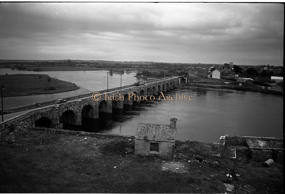 06-10/04/1964.04/06-10/1964.06-10 April 1964.Views on the River Shannon. This massive stretch of stone architecture of bygone days is still a living thing on the main road accross the Shannon at Shannonbridge to Ballinasloe. Shannonbridge, Co. Offaly.