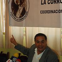 Toluca, Mex.- Hilario Gracía Valdéz, líder del Frente de la Lucha Contra la Corrupción, señaló a los medios de comunicación que seguirán al pendiente, tanto de partidos políticos, como de los gobiernos estatales y municipales para evitar juegos sucios. Agencia MVT / José Hernández. (DIGITAL)<br /> <br /> <br /> <br /> NO ARCHIVAR - NO ARCHIVE